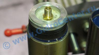 Закачка амортизаторов газом своими руками 49